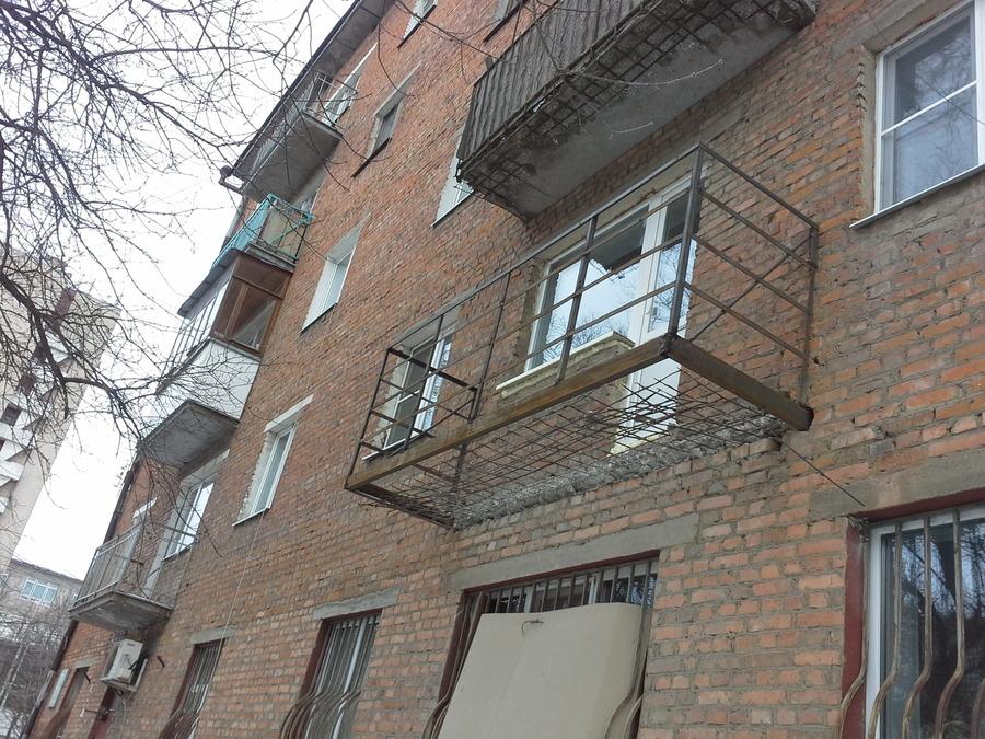 Какой вес выдерживает балкон в кирпичном доме..